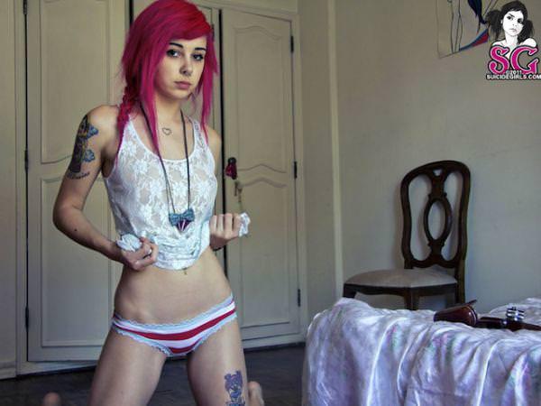 白い素肌にタトゥーを彫った海外美人wwww 1006