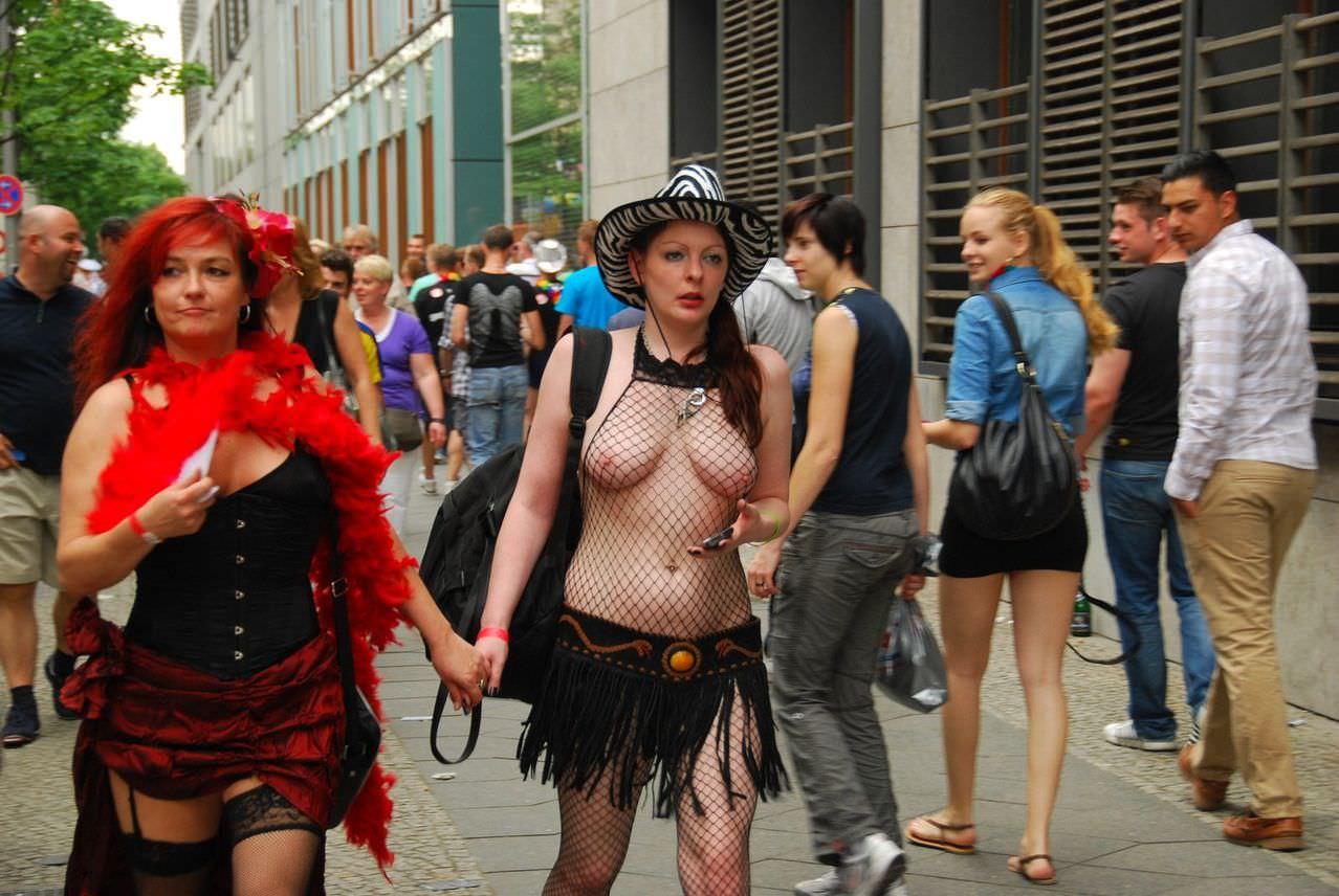 海外でまちどり街撮りされたエロ過ぎる素人娘たちwwww 1602