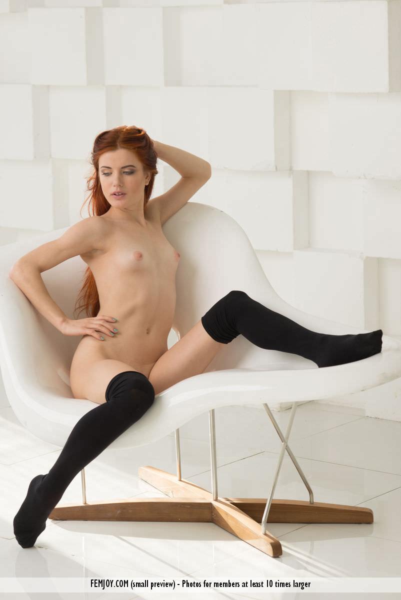 赤毛のヌードモデルのベイリー(Bailey R)の全裸にニーソが半端なくエロいwwwww 2406