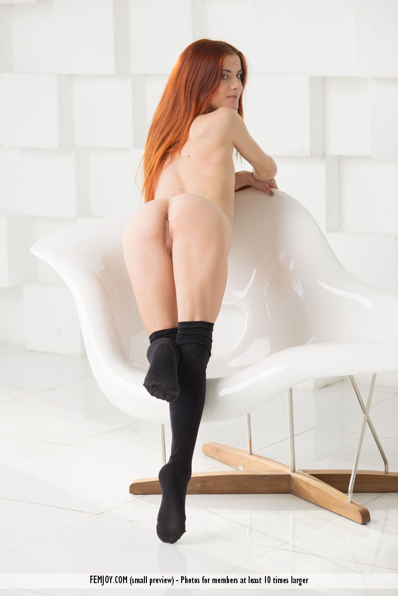 赤毛のヌードモデルのベイリー(Bailey R)の全裸にニーソが半端なくエロいwwwww 2408