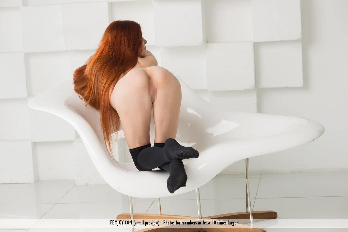 赤毛のヌードモデルのベイリー(Bailey R)の全裸にニーソが半端なくエロいwwwww 2410