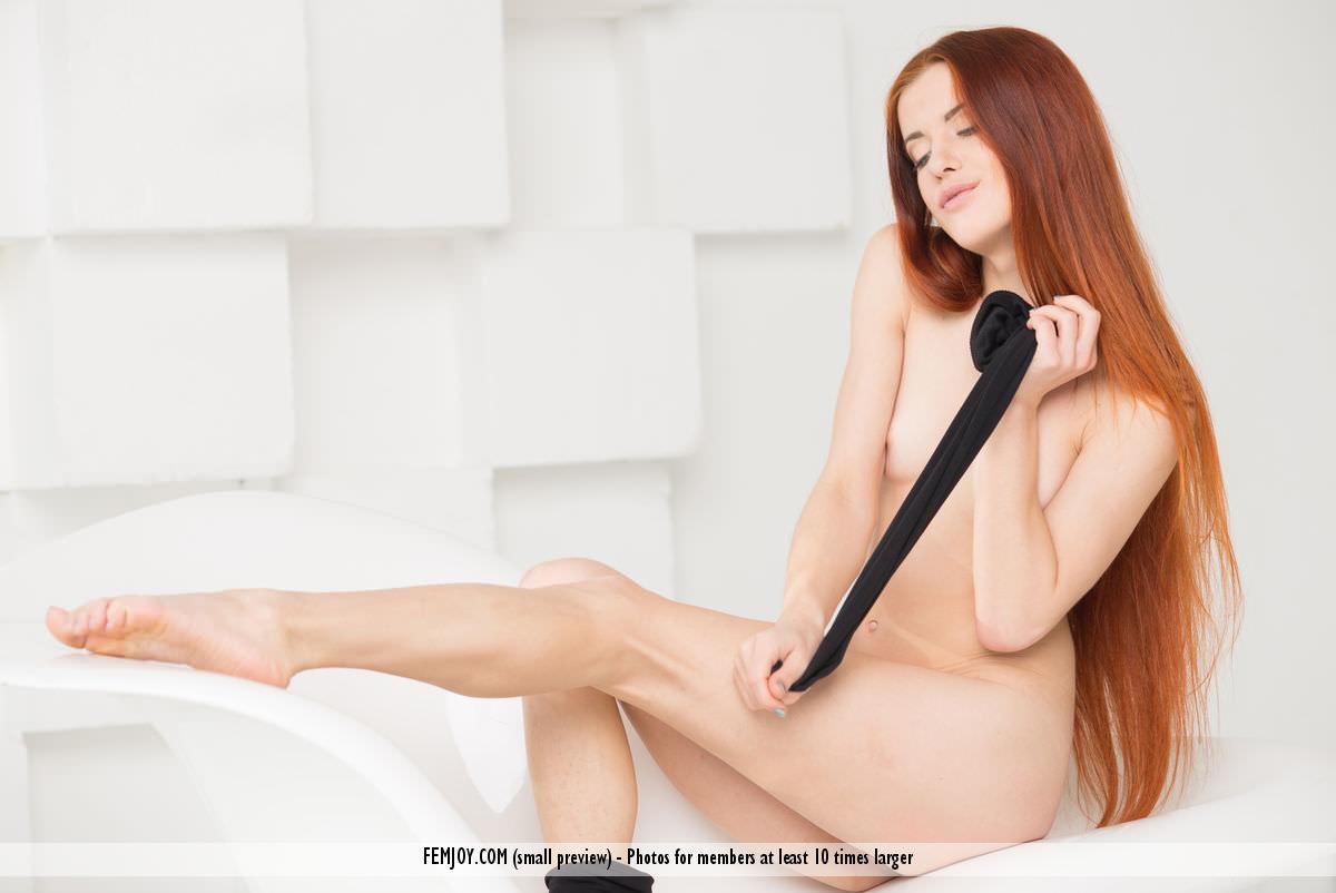 赤毛のヌードモデルのベイリー(Bailey R)の全裸にニーソが半端なくエロいwwwww 2412
