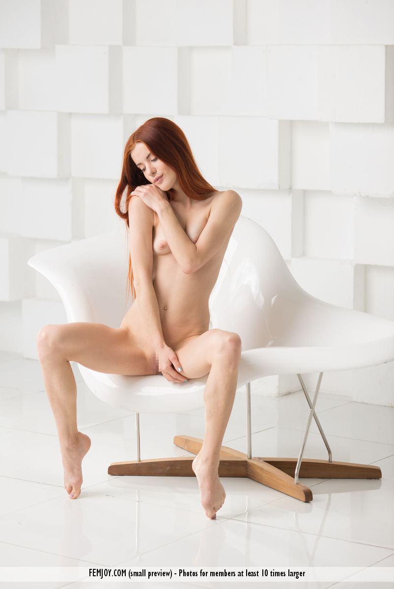 赤毛のヌードモデルのベイリー(Bailey R)の全裸にニーソが半端なくエロいwwwww 2416