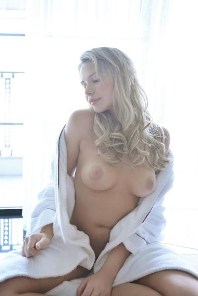 ミア楓キャメロンのおかげで金髪美人の巨乳女が好きになってしまった件wwwwww 2503