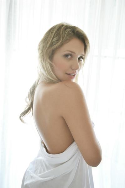 ミア楓キャメロンのおかげで金髪美人の巨乳女が好きになってしまった件wwwwww 2504