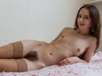 外人女性では珍しい未処理のマン毛ボーボー画像www
