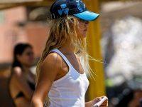 貧乳は当然ノーブラ!乳首が透けてチクポチしてる街撮りおっぱい画像www
