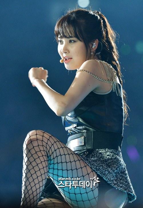 ---❖(゚∀゚)キタコレ!!ー韓国アイドルのエロ美脚がとんでもなくエロいぞwwwwww 1 133