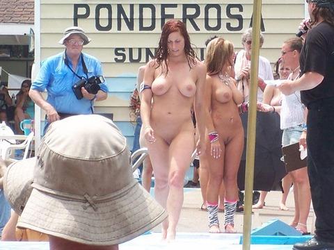 【ヌードコンテスト】海で美女たちが全裸ヌード写真撮りまくりwwどのこで抜くか迷っちゃうwwww 1 62