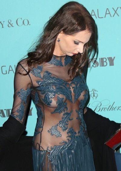 【映画祭エロ画像w】『ノーブラですか?ノーブラですね』乳首が見えそうでたまらないwwww 1 79