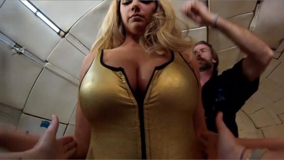 【ケイト・アプトン】『人気モデルキターーー!!』!!アメリカのボンキュッボンが無重力でオッパイ見せまくり!!!!!! 1 92