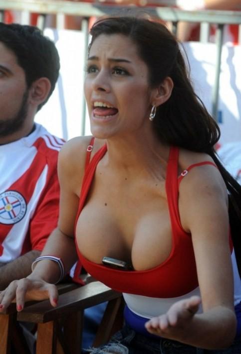 【海外ワールドカップエロ画像】サッカーの応援してる海外美女がオッパイでかすぎてマジでエロ杉注意ーーー❖ 11 113