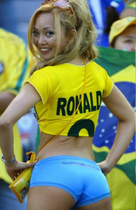 【海外ワールドカップエロ画像】サッカーの応援してる海外美女がオッパイでかすぎてマジでエロ杉注意ーーー❖ 13 110