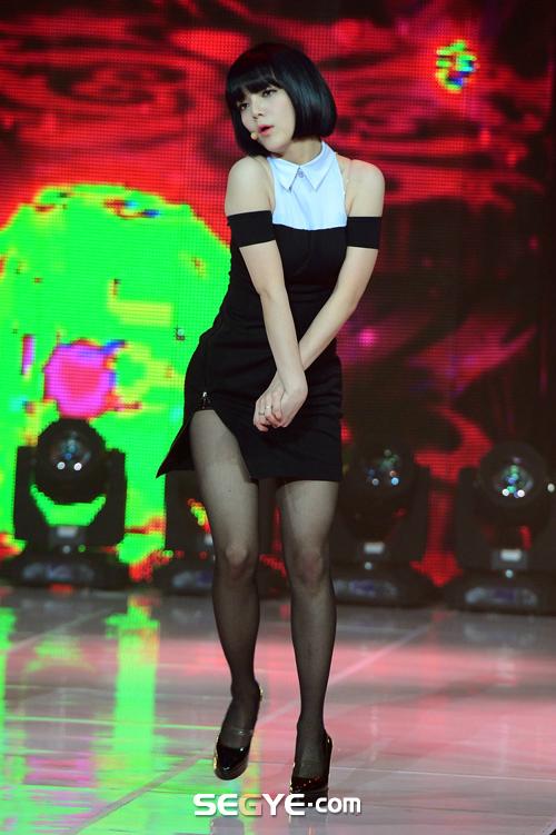 ---❖(゚∀゚)キタコレ!!ー韓国アイドルのエロ美脚がとんでもなくエロいぞwwwwww 14 105