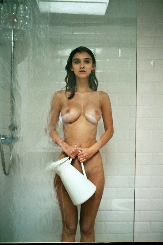 外国人エロ画像!ヨーロッパのベルギー美女が全裸ヌードできれいな体を披露しちゃうwww 14 20