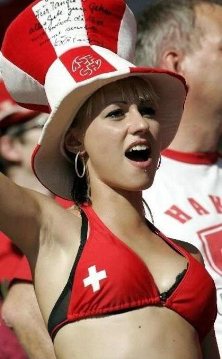【海外ワールドカップエロ画像】サッカーの応援してる海外美女がオッパイでかすぎてマジでエロ杉注意ーーー❖ 15 104