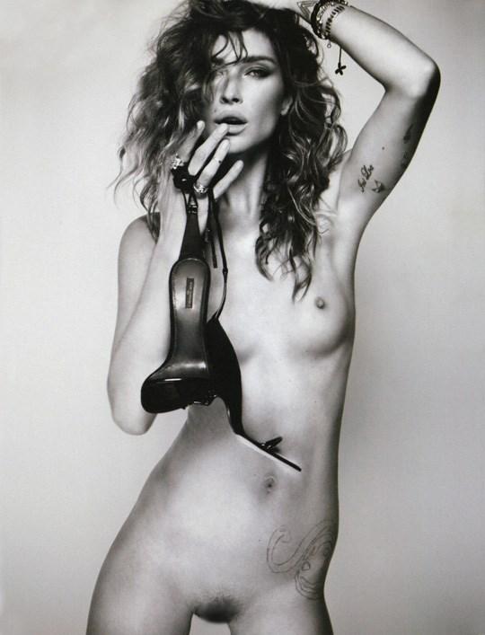 白黒写真がエロスを引き立てるw美女たちがヌード写真で見せる極上エロポルノ画像www 15 25