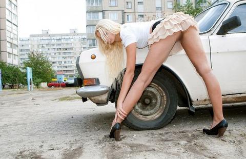 【外国人露出】『パイパン美少女可愛すぎるだろwww』寒いのに野外で全裸とかマジで神だな!!!!!!! 15 78