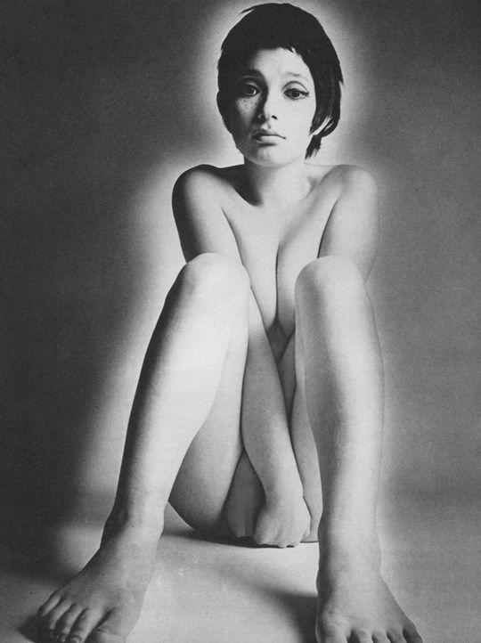 白黒写真がエロスを引き立てるw美女たちがヌード写真で見せる極上エロポルノ画像www 17 24