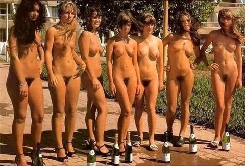 【ヌードコンテスト】海で美女たちが全裸ヌード写真撮りまくりwwどのこで抜くか迷っちゃうwwww 17 42