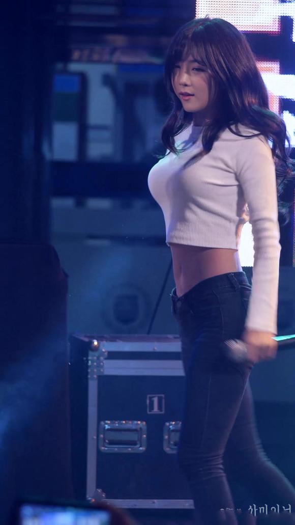 【K POPアイドルエロ画像】『オッパイ揺れまくりwwww』巨乳アイドルが揺れまくりwwとんでもなくエロしこwwww 17 84