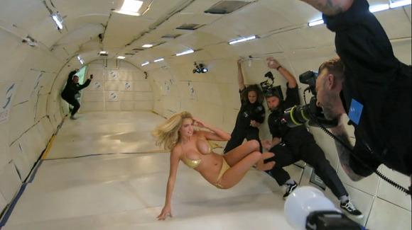 【ケイト・アプトン】『人気モデルキターーー!!』!!アメリカのボンキュッボンが無重力でオッパイ見せまくり!!!!!! 18 63
