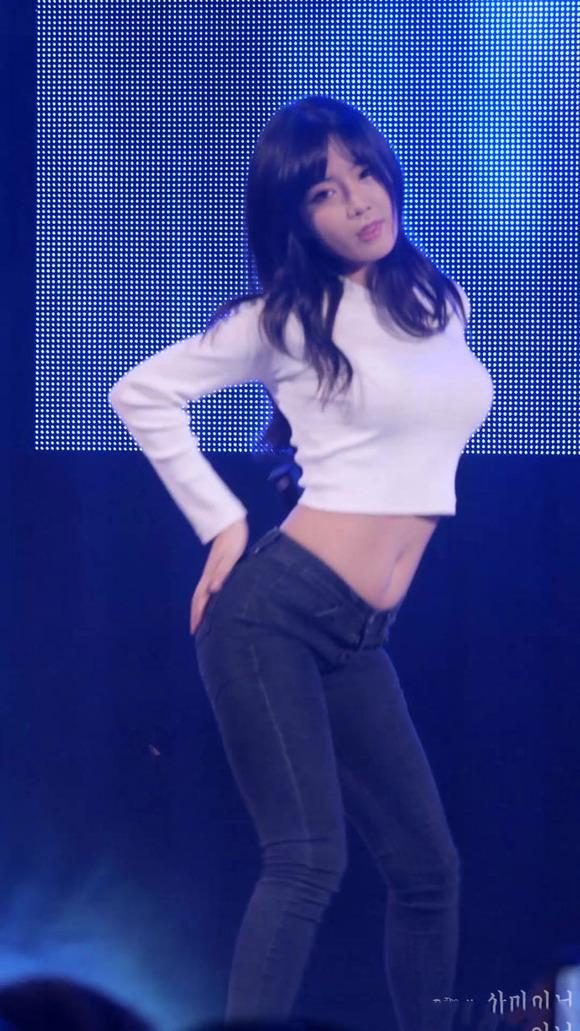 【K POPアイドルエロ画像】『オッパイ揺れまくりwwww』巨乳アイドルが揺れまくりwwとんでもなくエロしこwwww 19 82