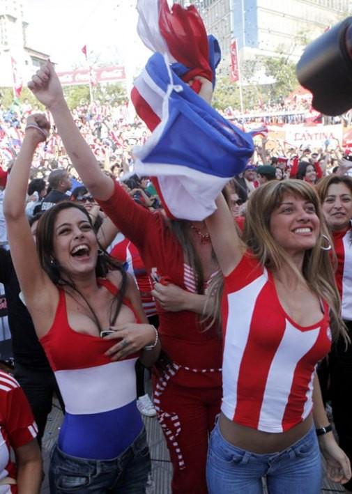 【海外ワールドカップエロ画像】サッカーの応援してる海外美女がオッパイでかすぎてマジでエロ杉注意ーーー❖ 2 131