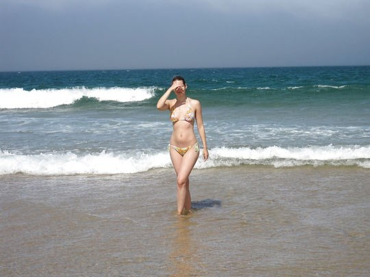 (゚∀゚)キタコレ!!素人の外人エロ画像w海や山の人気のいないところで彼女が彼のカメラで撮影しちゃうw 2 21