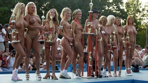 【ヌードコンテスト】海で美女たちが全裸ヌード写真撮りまくりwwどのこで抜くか迷っちゃうwwww 2 58