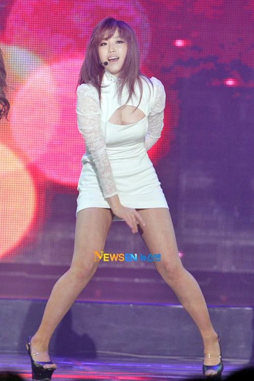 【韓国人エロアイドル】『パンティーとか余裕で見せちゃうアジアンビューティーが股間を熱くするよ、、、、、』 2 80