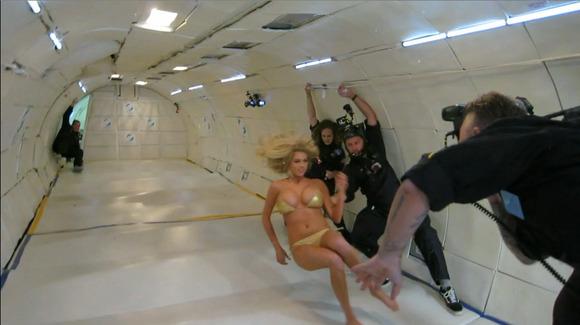 【ケイト・アプトン】『人気モデルキターーー!!』!!アメリカのボンキュッボンが無重力でオッパイ見せまくり!!!!!! 2 88