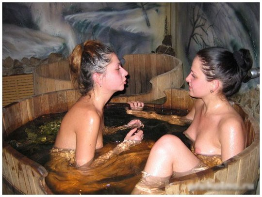 サウナに入るロシア人、全裸で男と女が一緒に入るなんてとんでもなく羨ましいwwww 20 18