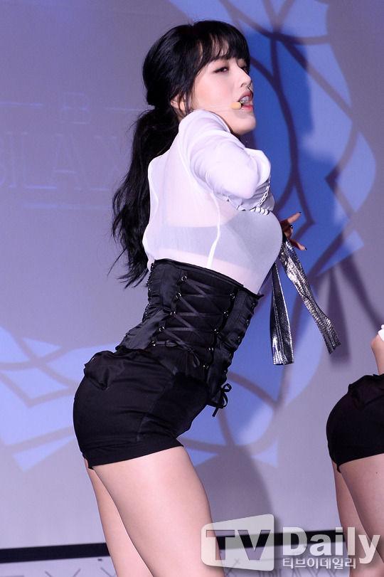 【韓国人エロアイドル】『パンティーとか余裕で見せちゃうアジアンビューティーが股間を熱くするよ、、、、、』 22 52