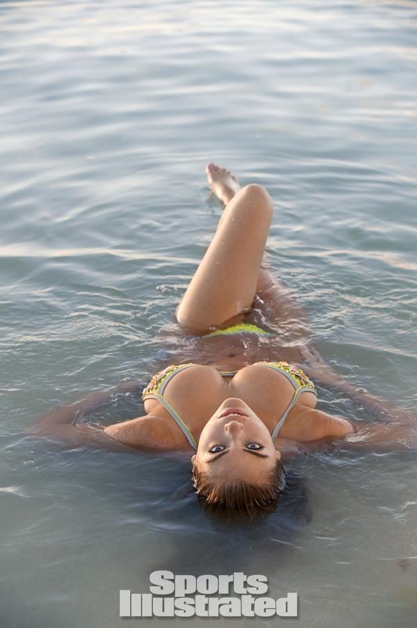 【ケイト・アプトン】『アメリカのモデル(゚∀゚)キタコレ!!』ダイナミックなエロエロボディーで水着が食い込んじゃうwwwwwww 23 50