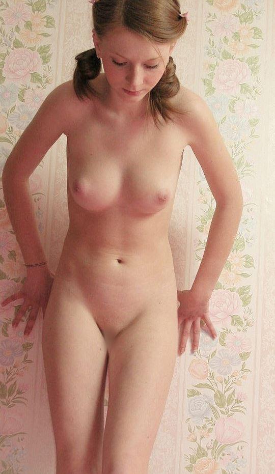 【洋物エロ画像】『w美少女キターーーーー❖』大股開きおっぱいとオマンコ●見せとかマジぬけるよwwwwww 24 38