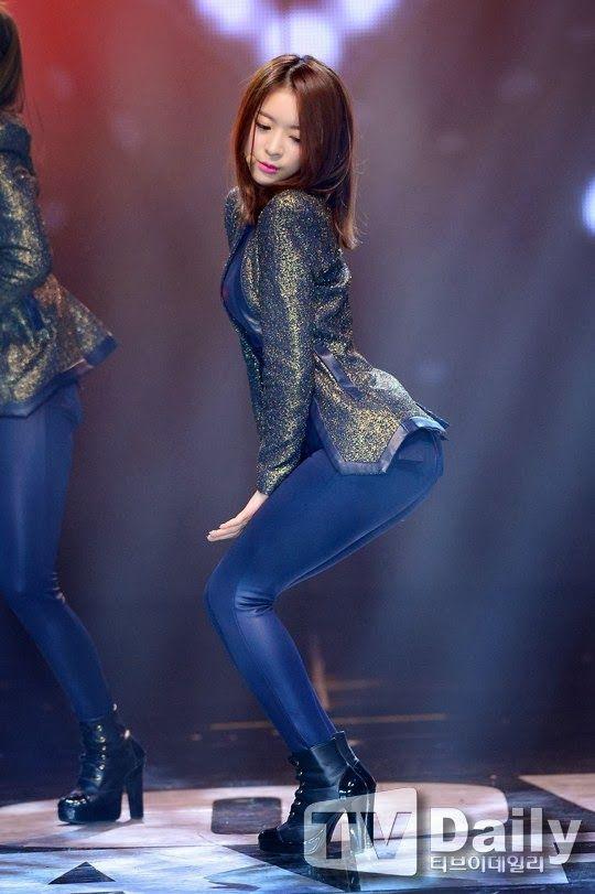 【韓国人エロアイドル】『パンティーとか余裕で見せちゃうアジアンビューティーが股間を熱くするよ、、、、、』 26 41