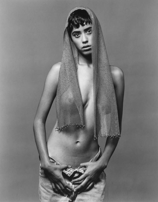 白黒写真がエロスを引き立てるw美女たちがヌード写真で見せる極上エロポルノ画像www 29 14