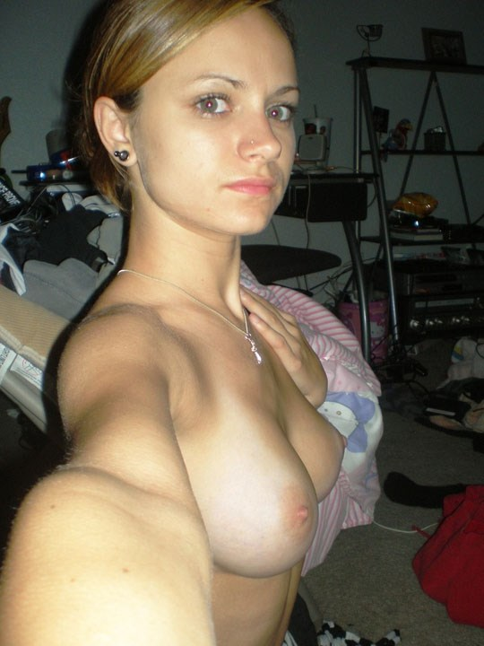 【鏡撮りヌード】『どう?どうなのよ??私のオッパイwww』金持ちのボンボン美女がお部屋で自我撮りwwwwww 3 106