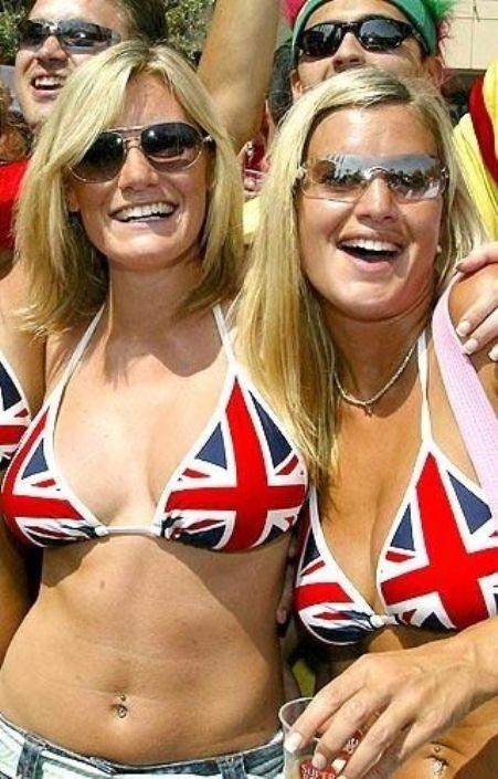 【海外ワールドカップエロ画像】サッカーの応援してる海外美女がオッパイでかすぎてマジでエロ杉注意ーーー❖ 3 130