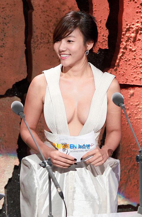 【韓国女優イ・チェヨン】『これヤッベッゾーーーーー』おっぱいでかすぎてポロリしそうじゃないか!!!!!! 3 80