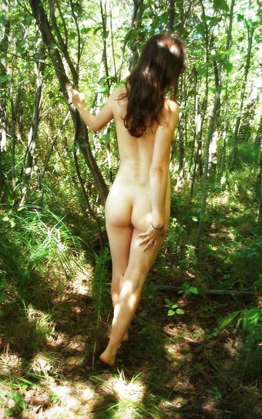 (゚∀゚)キタコレ!!素人の外人エロ画像w海や山の人気のいないところで彼女が彼のカメラで撮影しちゃうw 33 4