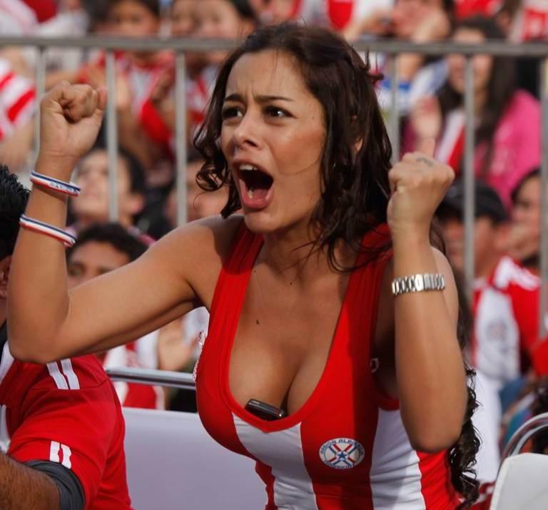 【海外ワールドカップエロ画像】サッカーの応援してる海外美女がオッパイでかすぎてマジでエロ杉注意ーーー❖ 4 130