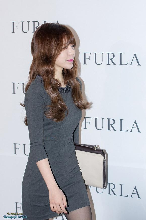 【韓国人エロアイドル】『パンティーとか余裕で見せちゃうアジアンビューティーが股間を熱くするよ、、、、、』 4 80
