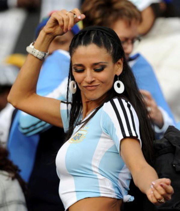 【海外ワールドカップエロ画像】サッカーの応援してる海外美女がオッパイでかすぎてマジでエロ杉注意ーーー❖ 5 130