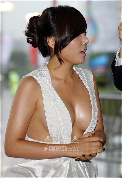 【韓国女優イ・チェヨン】『これヤッベッゾーーーーー』おっぱいでかすぎてポロリしそうじゃないか!!!!!! 5 81