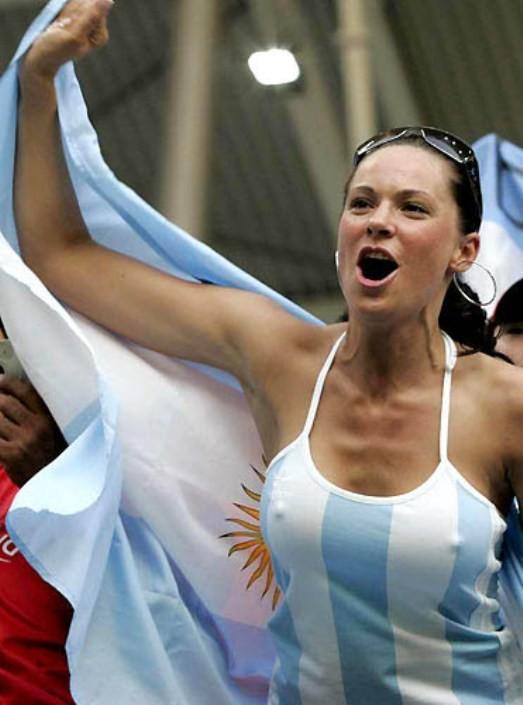 【海外ワールドカップエロ画像】サッカーの応援してる海外美女がオッパイでかすぎてマジでエロ杉注意ーーー❖ 6 128