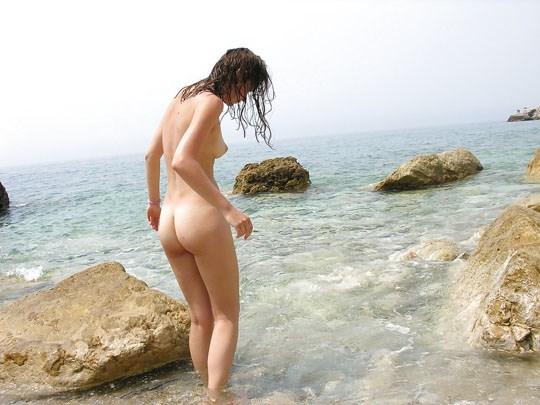 (゚∀゚)キタコレ!!素人の外人エロ画像w海や山の人気のいないところで彼女が彼のカメラで撮影しちゃうw 6 20
