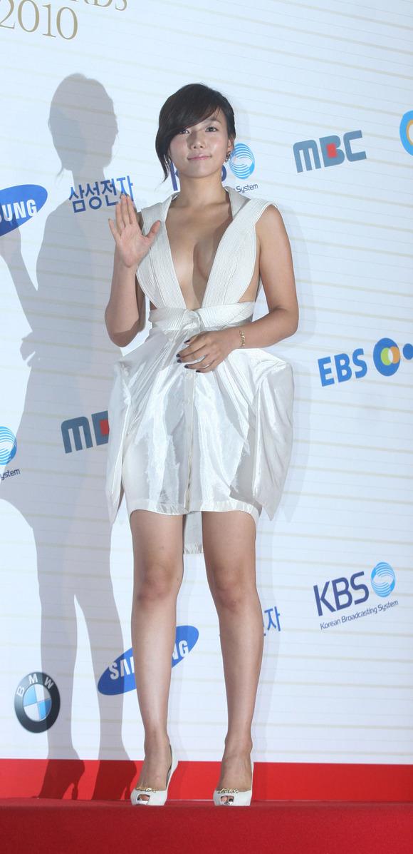 【韓国女優イ・チェヨン】『これヤッベッゾーーーーー』おっぱいでかすぎてポロリしそうじゃないか!!!!!! 6 80