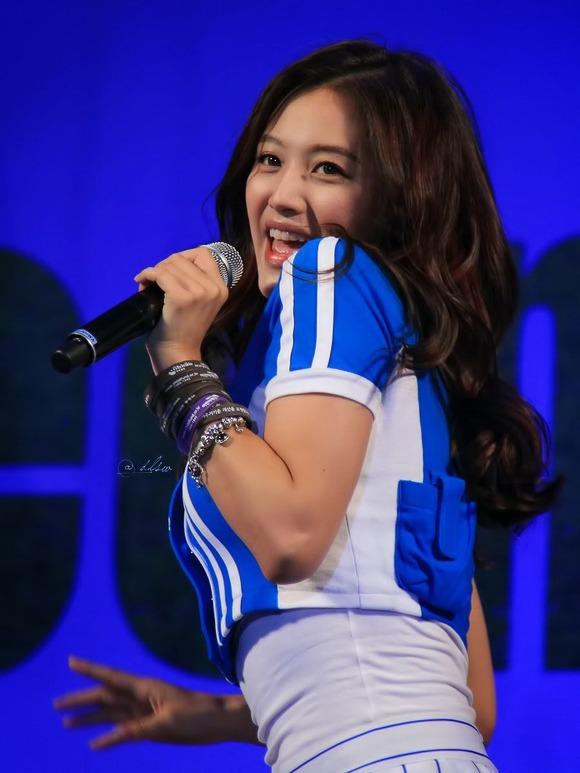 【K POPアイドルエロ画像】『オッパイ揺れまくりwwww』巨乳アイドルが揺れまくりwwとんでもなくエロしこwwww 7 106
